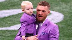 Indosport - Conor McGregor dan putranya McGregor Jr.