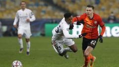 Indosport - Rodrygo terjatuh saat berduel di laga Shakhtar Donetsk vs Real Madrid