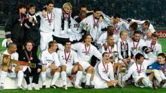 Indosport - Selebrasi Real Madrid bersama trofi Piala Interkontinental usai mengalahkan Club Olimpia, 3 Desember 2002.