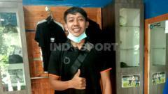 Indosport - Gelandang Persib Bandung, Beckham Putra Nugraha saat ditemui di kediamannya, Gedebage, Kota Bandung, Kamis (03/12/2020).
