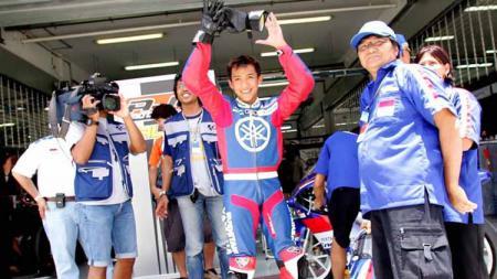 Pembalap Indonesia, Doni Tata Pradita, saat membalap dengan wild card pada GP125 2005 di Sirkuit Sepang, Malaysia. - INDOSPORT