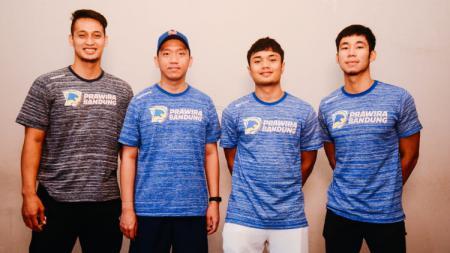 Pelatih Prawira Bandung, Andre Yuwadi, mengaku senang bisa mendapatkan dua Rookie, Teemo dan Yudha Saputra untuk persiapan menghadapi Indonesian Basketball League. - INDOSPORT