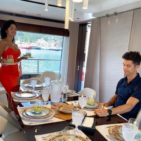 Georgina Rodriguez Lunch bareng Ronaldo Copyright: Instagram Georgina Rodriguez