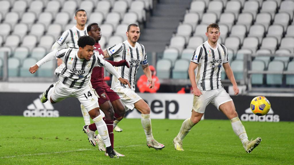 Weston McKennie (kiri) dalam laga Juventus vs Torino Copyright: Valerio Pennicino/Getty Images
