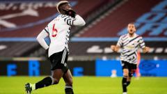 Indosport - Paul Pogba berselebrasi usai mencetak gol di laga West Ham vs Manchester United