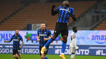 Laga sengit akan tersaji pada pekan ke-12 Liga Italia Serie A 2020-2021 antara peringkat kedua klasemen, Inter Milan, menghadapi peringkat ketiga, Napoli. - INDOSPORT