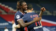 Indosport - Moise Kean berselebrasi dalam pelukan Angel Di Maria di laga Montpellier vs PSG