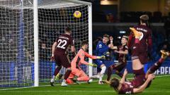 Indosport - Duel pemain Chelsea, Timo Werner pada laga Liga Inggris antara Chelsea vs Leeds United di Stamford Bridge.