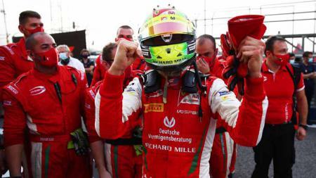 Mick Schumacher, juara dunia F2 2020. - INDOSPORT