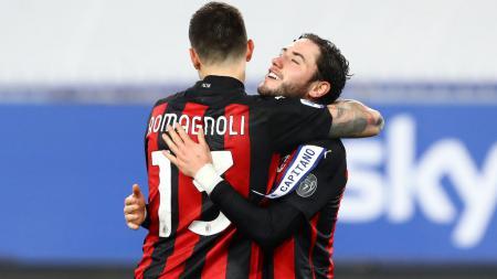 Davide Calabria (kanan) dan Romagnoli berselebrasi usai AC Milan mengalahkan Sampdoria - INDOSPORT