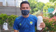 Indosport - Gelandang tim Persib Bandung, Dedi Kusnandar, cedera di Piala Menpora 2021.