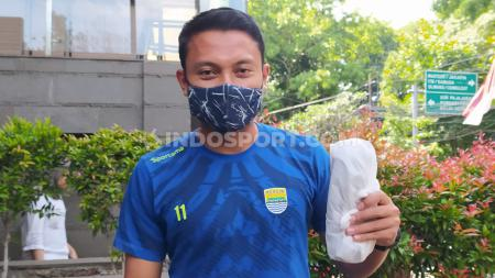 Gelandang tim Persib Bandung, Dedi Kusnandar ditemui di Graha Persib, Jalan Sulanjana, Kota Bandung, belum lama ini. - INDOSPORT