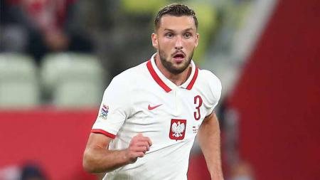 Sebastian Walukiewicz, pemain Timnas Polandia yang dikaitkan dengan Liverpool. - INDOSPORT