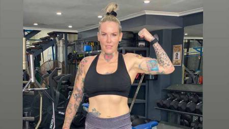 Bec Rawlings petarung MMA wanita asal Australia. - INDOSPORT