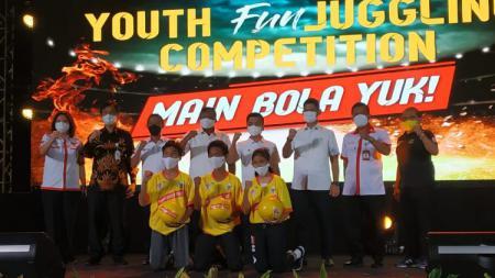 Kemenpora dan PSSI menggelar kompetisi juggling. - INDOSPORT