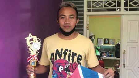 Gelandang sayap Persita Tangerang, Redi Rusmawan, menggeluti hobi 'baru' setelah menganggur akibat vakumnya Liga 1 2020. - INDOSPORT