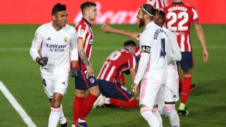 Casemiro selebrasi usai mencetak gol di laga Real Madrid vs Atletico Madrid Copyright: Angel Martinez/Getty Images