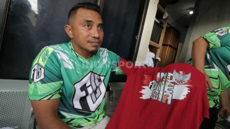 Mantan kapten Persib, Firman Utina, saat ditemui di tempat konveksi FU15 di Bandung - INDOSPORT