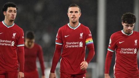 Jordan Henderson (tengah) dalam laga Fulham vs Liverpool - INDOSPORT