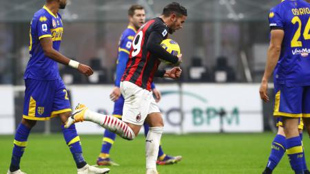 Theo Hernandez selebrasi usai mencetak gol di laga AC Milan vs Parma - INDOSPORT