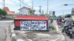 Indosport - Banner tulisan keinginan suporter PSIS yang ingin di tahun 2021 kembali ke Jatidiri.