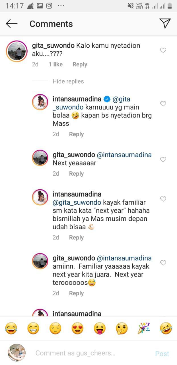 Duduk Manis di Tribun Stadion, Intan Saumadina Digombali Komentator Kondang Copyright: Instagram/Gita_suwondo