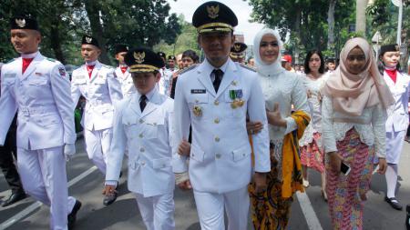 Bima Arya (tengah) Wali Kota Bogor - INDOSPORT