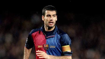 Meski kini populer sebagai pelatih jempolan, Pep Guardiola mengawali perjalanannya di dunia sepak bola dengan menjadi pemain Barcelona, tepat 30 tahun lalu. - INDOSPORT