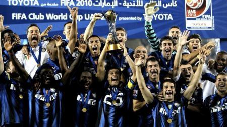 Selebrasi pemain Inter Milan saat menjuarai Piala Dunia Klub di Stadion Zayed Sports City, Uni Emirat Arab, 18 Desember 2010. - INDOSPORT