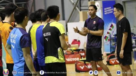 Eks pebulutangkis Malaysia menilai bukan rekannya Tan Bin Shen yang harus unjuk gigi, tetapi pelatih asal Indonesia yakni Flandy Limpele yang harus melakukannya - INDOSPORT