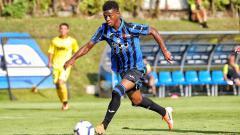 Indosport - Pemain Atalanta, Amad Diallo, tinggal selangkah lagi untuk bisa bergabung ke raksasa Liga Inggris, Manchester United, lantaran dirinya sudah mendapat paspor.