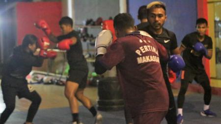 Persiapan atlet tinju Sulsel menyambut PON XX Papua 2021. - INDOSPORT