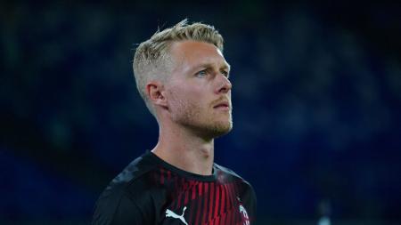 Bek Denmark andalan klub AC Milan, Simon Kjaer. - INDOSPORT