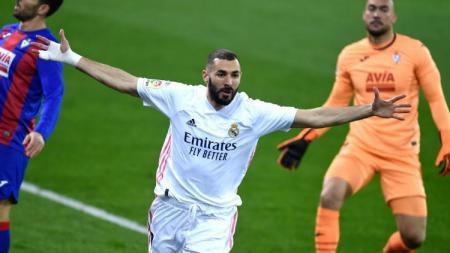 Karim Benzema gagal memanfatkan kesempatan untuk menjadi yang tersubur dalam daftar top skor sementara LaLiga Spanyol musim 2020/21, Minggu (3/1/2021). - INDOSPORT