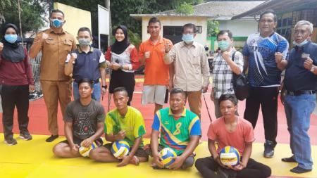 Deputi IV Kemenpora saat meninjau atlet difabel di Sekertariat NPC Sumut di Medan, Senin (21/12/20). - INDOSPORT
