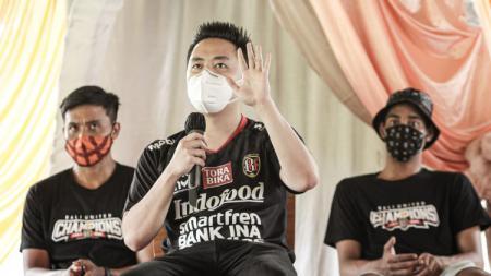 Presiden Bali United Basketball, Philmon Tanuri saat menjelaskan tentang keikutsertaan timnya di Indonesia Basketball League (IBL) 2021. - INDOSPORT