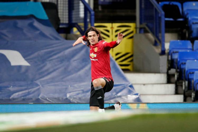 Selebrasi gol Edinson Cavani di laga Everton vs Manchester United. Copyright: Clive Brunskill/Getty Images