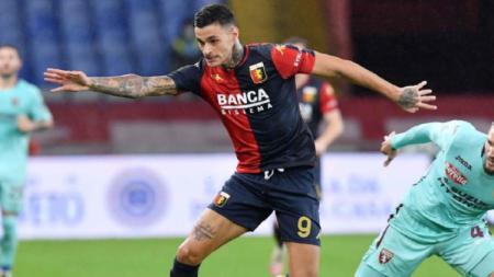 Gianluca Scamacca, Striker milik Sassuolo yang tengah dipinjamkan ke Genoa dan menjadi incaran Juventus. - INDOSPORT