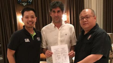 Pelatih Bali United, Stefano Cugurra Teco lega setelah klub Liga Belanda, De Graafschap dan klub Liga Irak, Zakho Sport Club menerima permintaan khususnya. - INDOSPORT