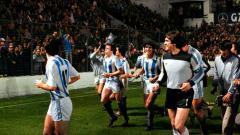Indosport - Selebrasi Real Sociedad saat menjuarai Supercopa de Espana, 28 Desember 1982.