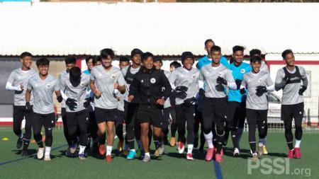 Latihan perdana Timnas U-19 di Spanyol. - INDOSPORT