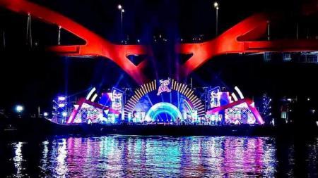 Nampak panggung megah untuk acara Festival Cahaya Papua. - INDOSPORT