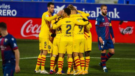 Berikut tersaji hasil pertandingan sepak bola LaLiga Spanyol 2020-2021 antara Huesca vs Barcelona yang berlangsung pada Senin (04/01/21) di Stadion El Alcoraz. - INDOSPORT