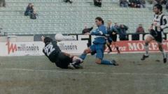 Indosport - Striker legendaris Sampdoria, Roberto Mancini, membobol gawang Udinese dalam pertandingan Serie A Italia, 5 Januari 1997.