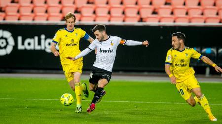 Pertandingan antara Valencia vs Cadiz di Liga Spanyol - INDOSPORT