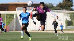 Indosport - Timnas Indonesia U-19 menggelar laga internal di Spanyol.