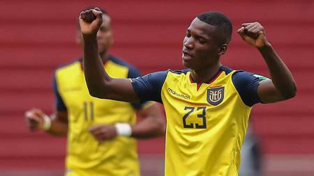 Moises Caicedo disebut tinggal selangkah lagi jadi pemain baru Manchester United. Wonderkid Ekuador ini dikenal sebagai perpaduan N'Golo Kante dan Paul Pogba. - INDOSPORT