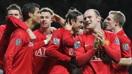 Pemain Manchester United bersorak usai mengalahkan Chelsea dalam pertandingan Liga Inggris, 11 Januari 2009. - INDOSPORT