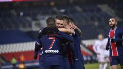 Indosport - Para pemain PSG merayakan kemenangannya atas Bordeaux di pekan lanjutan Ligue 1 Prancis.