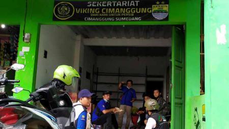 Sekretariat Viking Distrik Cimanggung dijadikan posko bencana. - INDOSPORT